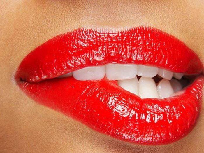 lips temptress adulteress